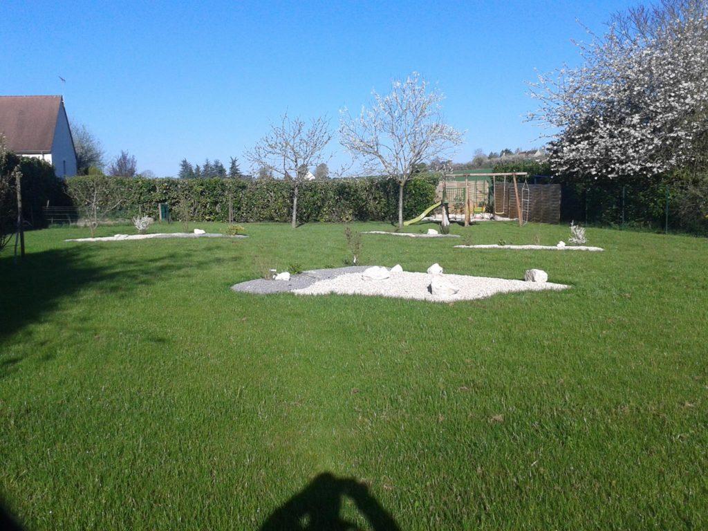 Entretien d'une pelouse par Entre Pierres et Vert