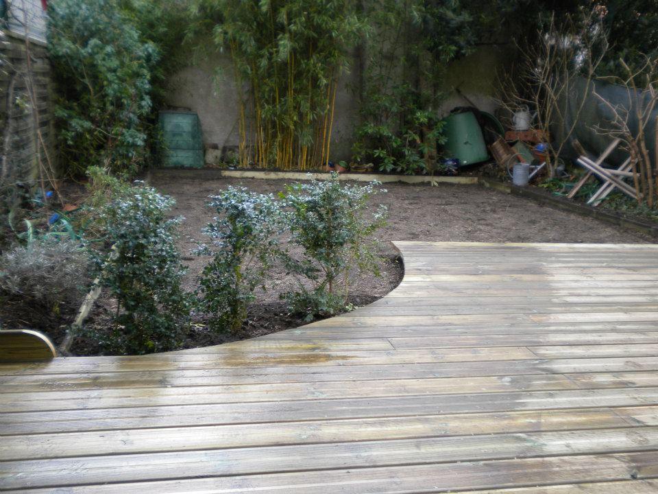 Terrasse en bois art entretien de jardin par Entre Pierres et Vert