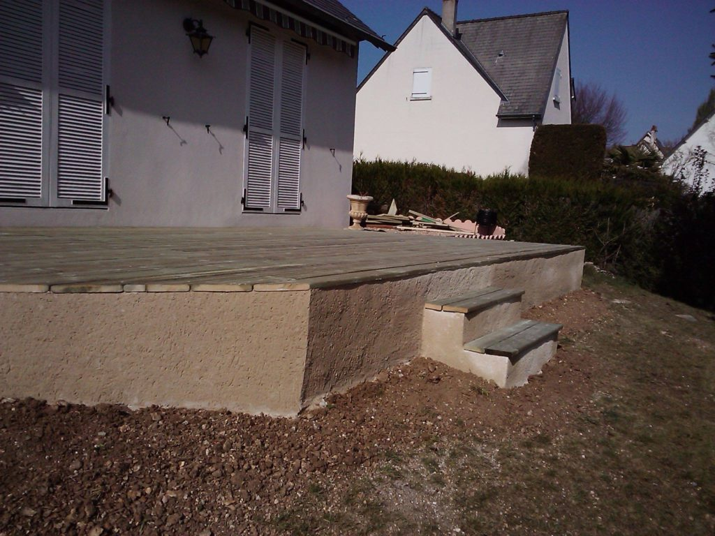 Terrasse en bois sur dalle en béton par Entre Pierres et vert